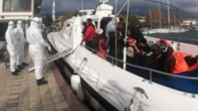 Yunanistan'ın ölüme terk ettiği 17 kaçak göçmeni Türk Sahil Güvenlik ekipleri kurtardı