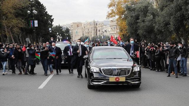 Cumhurbaşkanı Erdoğan'a Azerbaycan'da sevgi seli