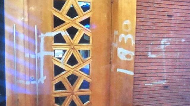 Hollanda'da Diyanet Vakfı'na bağlı camiye ırkçı saldırı