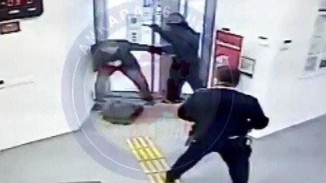 66 yaşındaki emekli sağlık çalışanı banka soygununu engellerken yaralandı: O anlar saniye saniye güvenlik kamerasına yansıdı