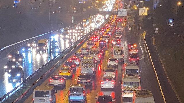 İstanbul'da iş çıkışı trafik yoğunluğu yüzde 72'ye ulaştı