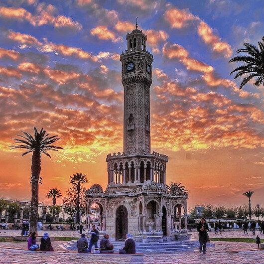 منذ قرن.. برج الساعة العثماني شامخ في إزميت التركية