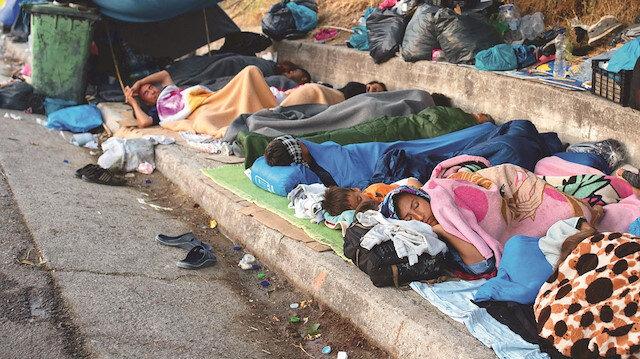 Yunanistan'da mülteci dramı: Bebekleri fareler kemiriyor