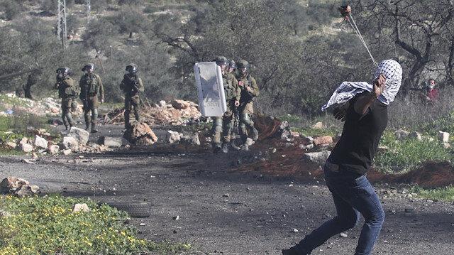 İşgalci İsrail güçleri orantısız güç kullanmaya devam ediyor: Taşa karşı plastik mermi