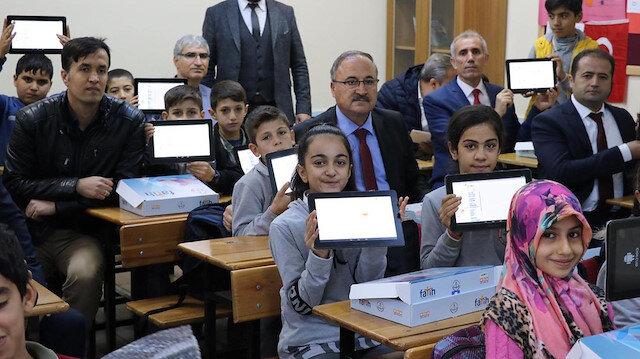 Bakan Selçuk'tan öğrencilere internet müjdesi