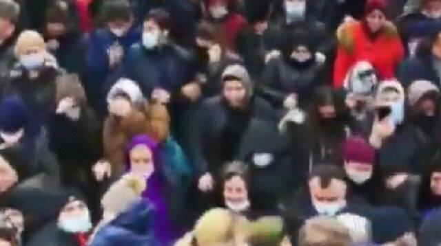 Rusya'dan şok görüntüler: Alışveriş merkezinde izdiham