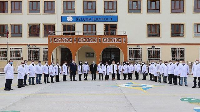 Aksaray Valisi Hamza Aydoğdudan anlamlı hediye: 6 bin 500 öğretmene beyaz önlük dağıtıldı