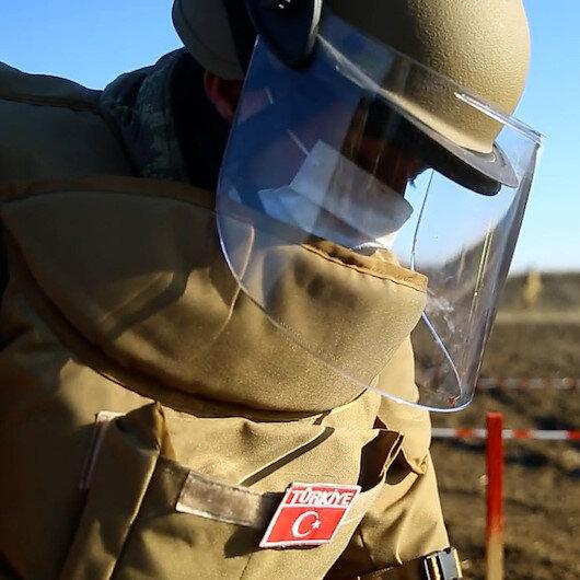 Azerbaycanda görevli Mehmetçik, işgalden kurtarılan bölgelerde mayınlı arazileri temizliyor