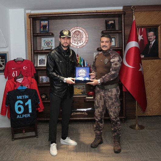 Trabzon Emniyet Müdürü Metin Alper, Yusuf Yazıcıyı maç oynamaya davet etti