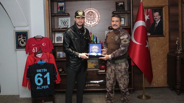 Trabzon Emniyet Müdürü Metin Alper, Yusuf Yazıcı'yı maç oynamaya davet etti