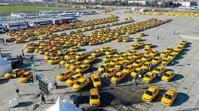Taksiciler yeni tarife güncellemesi için Yenikapı'ya akın etti: Kilometrelerce kuyruk havadan görüntülendi