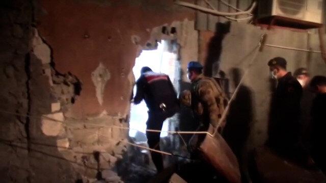 Mersin'de kumarhaneye çevrilen salona polis ekipleri duvarı yıkarak girdi