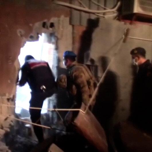 Mersinde kumarhaneye çevrilen salona polis ekipleri duvarı yıkarak girdi