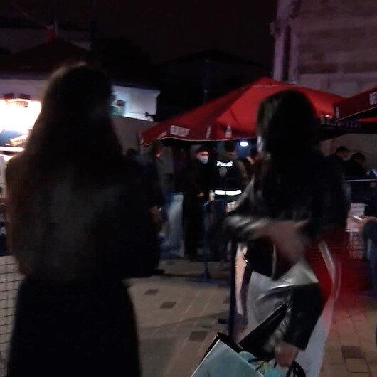 İranlı kadın turist İstiklal Caddesine giremeyince basın mensubunun mikrofonunu fırlattı