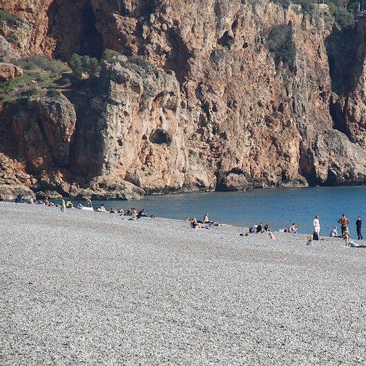 """أنطاليا التركية.. السياح الأجانب """"ملوك الشواطئ"""""""
