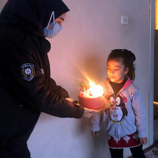 155'i arayan Rabia'ya polisten 'doğum günü' sürprizi