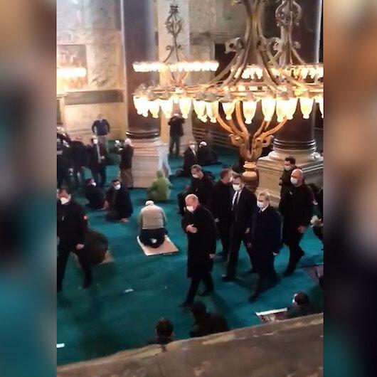 Cuma namazında Cumhurbaşkanı Erdoğanı gören Ayasofya Camisi cemaati onu tekbirlerle karşıladı