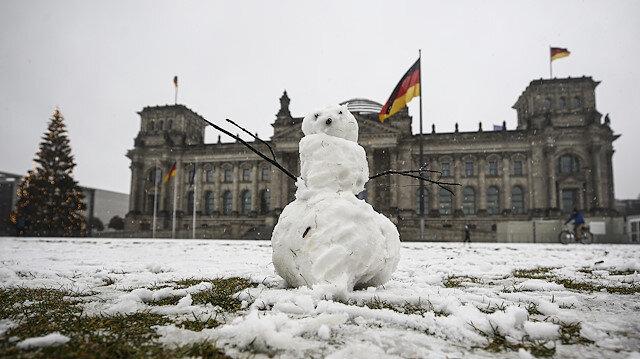 Almanya'da koronavirüs alarmı: Yeni sosyal mesafe kuralları geldi