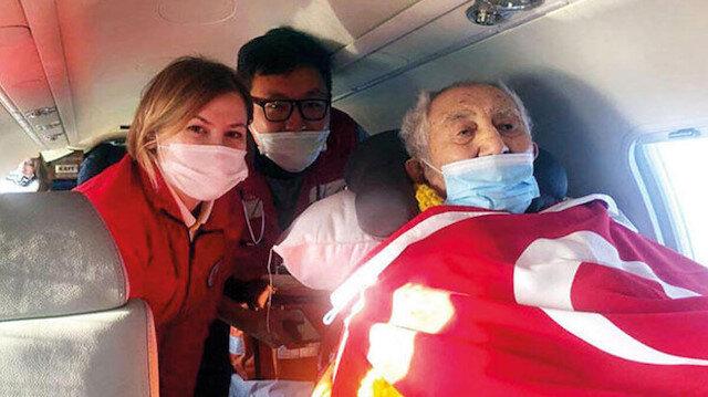 Uzun yıllardır ABD'de tedavi gören Prof. Dr. İlhan Başgöz Türkiye'ye getirildi