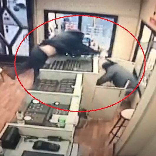 Ankarada biber gazı ve beyzbol sopalı soygun girişimi kamerada