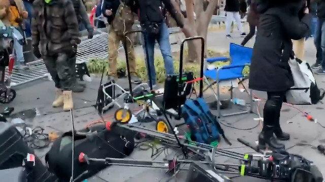 Trump yanlıları basın mensuplarına saldırıp kamera ve ekipmanları parçaladı
