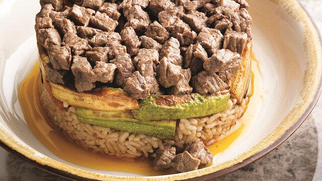 Ana yemek kıvamında bir lezzet: Sebzeli etli pilav