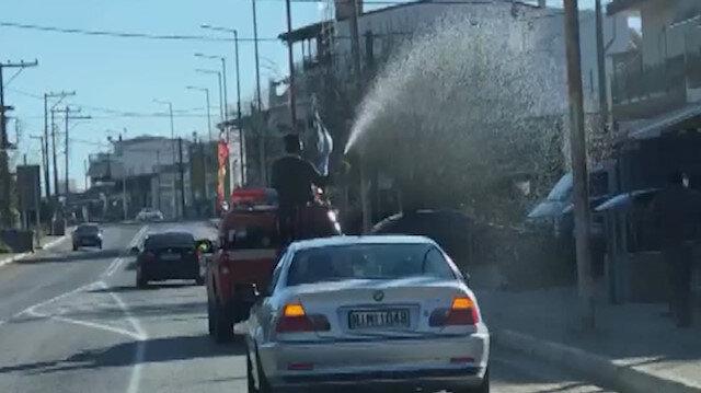 Yunanistan'da papaz köyü kamyonetle kutsadı