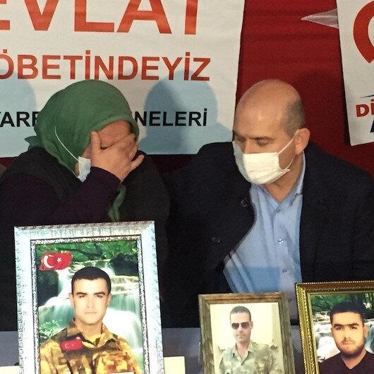 Evlat nöbetindeki anneden Demirtaşın annesine: Madem sen de annesin neden Nurettin Demirtaşı PKKdan istemiyorsun?