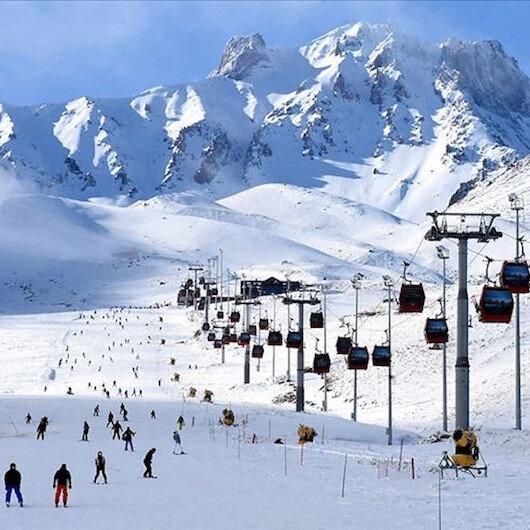 """جبل """"أرجييس"""" التركي.. الوجهة المفضلة لتزلج السياح"""