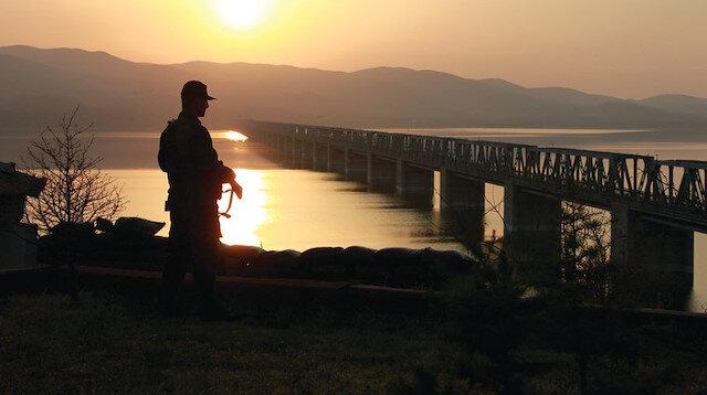 MSB: Hudut birlikleri Yunanistan'a yasa dışı yollardan geçmeye çalışan 6 FETÖ şüphelisini yakaladı