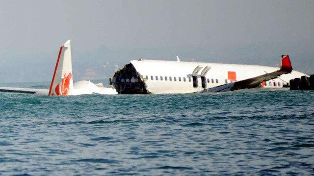 Okyanusa düşen Endonezya uçağına ait kalıntılara ve insanlara ait parçalara ulaşıldı