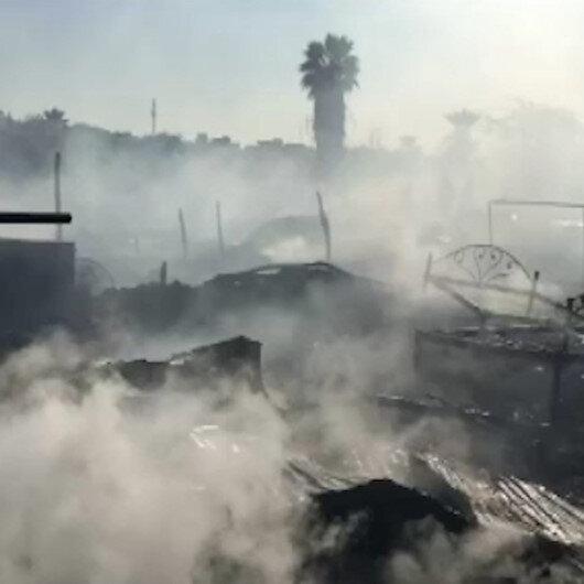 Pakistanda gecekondu mahallesinde yangın: 50 gecekondu alev alev yandı