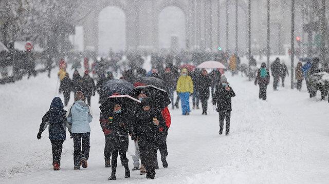 İspanya'yı kar fırtınası vurdu 600 yol ulaşıma kapandı