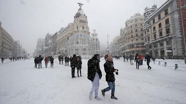 İspanya'da son 50 yılın en yoğun kar fırtınası: Binlerce kişi mahsur kaldı