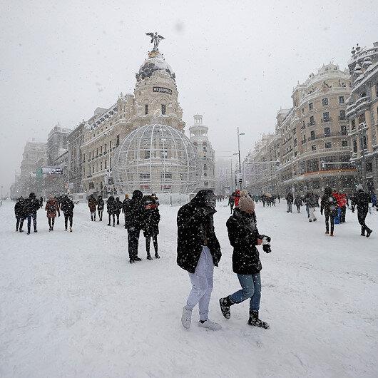 İspanyada son 50 yılın en yoğun kar fırtınası: Binlerce kişi mahsur kaldı