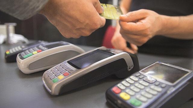 Kredi kartı israf ve faizi körüklüyor: Limit gelirin kat kat üzerinde