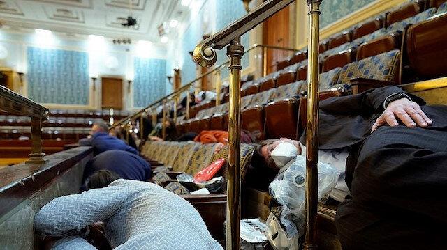 ABD Temsilciler Meclisi Sözcüsü Pelosi: Baskın sırasında personel masanın altında 2.5 saat saklandı