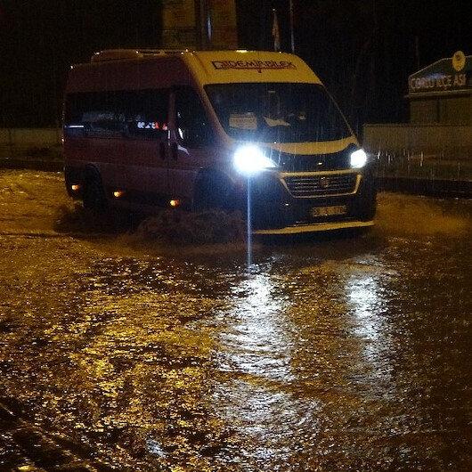 Tekirdağda yağmur caddeleri göle çevirdi