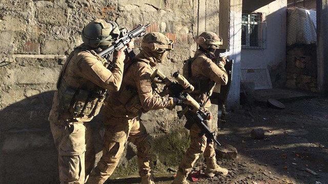 Terör örgütüne ait sığınaklarda ele geçirildi 22 kişi gözaltına alındı