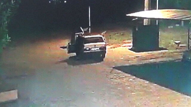 Antalya'da hırsızlar çalıştıramadıkları otomobili iterek çalmaya çalıştı