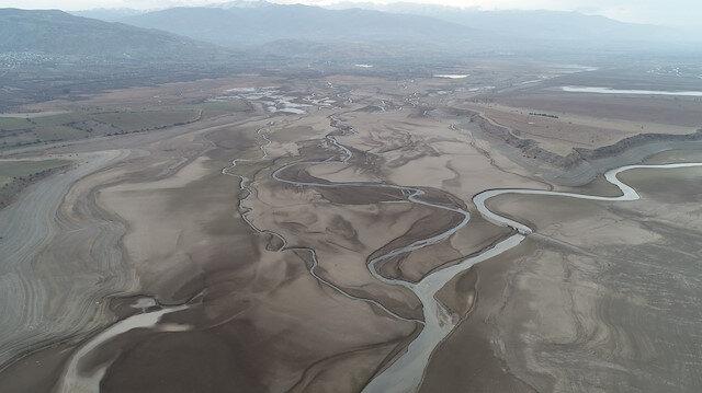 Sivas'ta ürküten görüntü: Barajdan geriye nehir yatağı kaldı