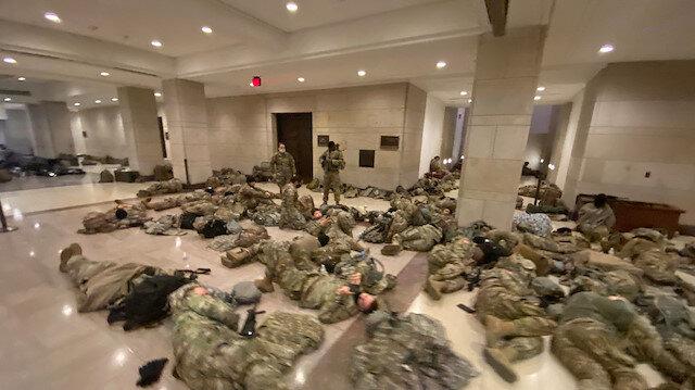 Washington'u korku sardı: ABD'li askerler Kongre binasında yerde yatıyor