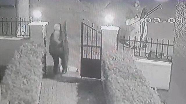 Silivri'de hırsızlar sitenin demir kapısını böyle çaldı