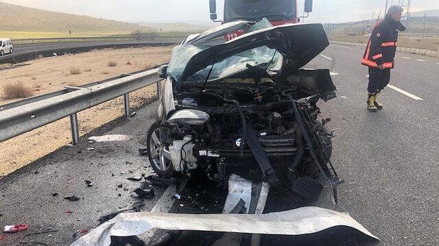 TIR'la otomobil çarpıştı: Baba ile oğlu can verdi