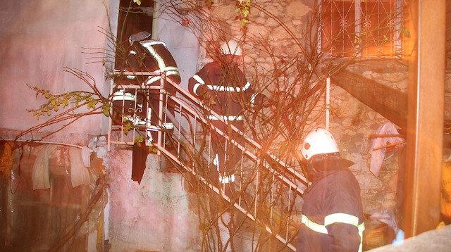 Gece yarısı çıkan yangında üç ev küle döndü