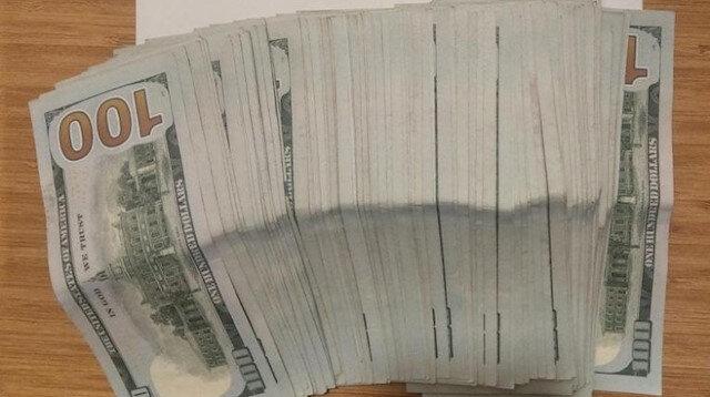 Otel çalışanından örnek davranış: Yastık altında bulduğu 10 bin doları sahibine teslim etti