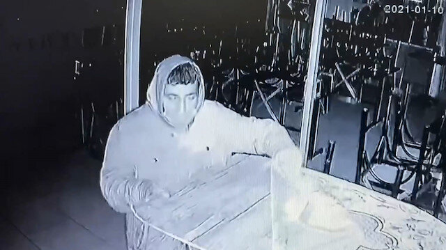 Hırsızlık için girdiği çay ocağı boş çıkınca güvenlik kamerasını çalmak istedi