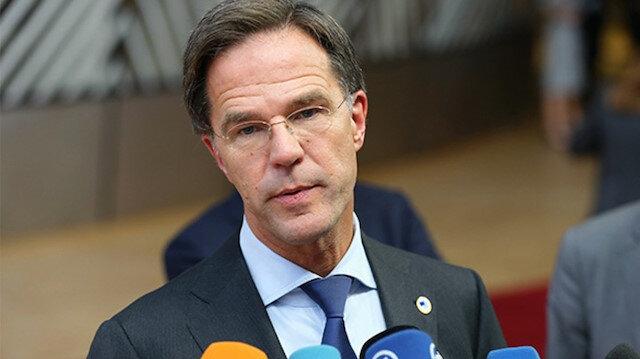 Hollanda hükmeti istifa etti