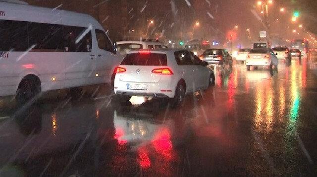 İstanbul'da kar yağışı sonrası trafik yoğunluğu yaşanıyor