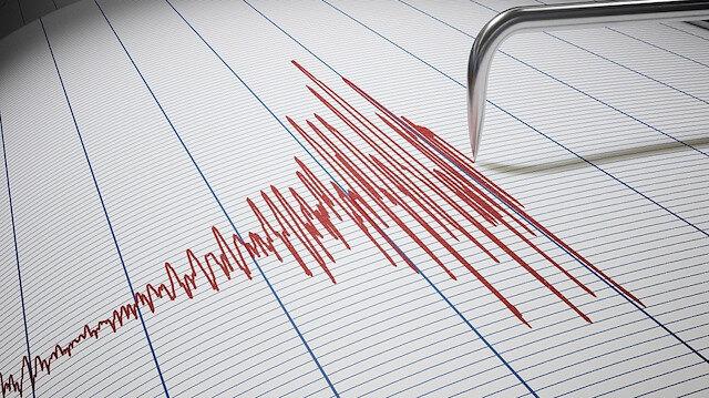 İzmir'de 4 büyüklüğünde deprem oldu